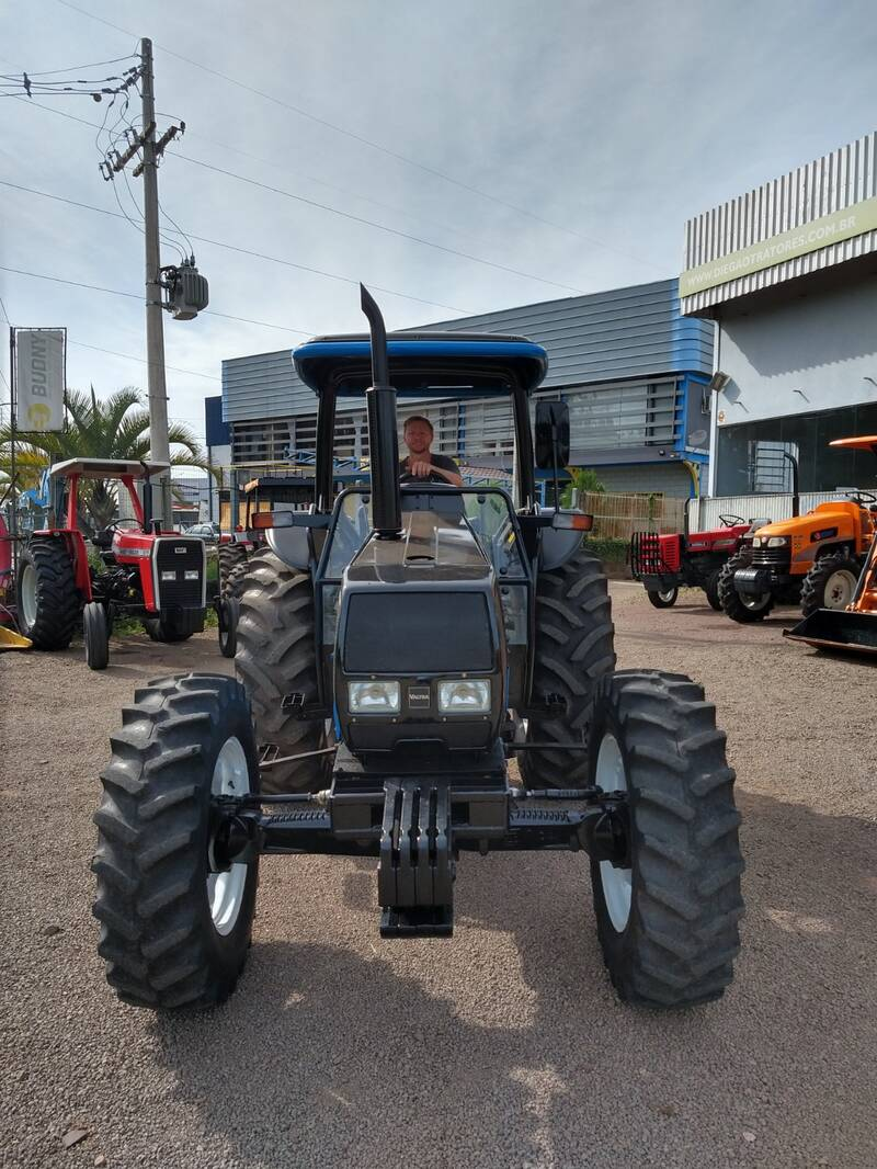 TRATOR VALTRA 700 - (DIE-2108) ANO 2000- R$ 78.000,00
